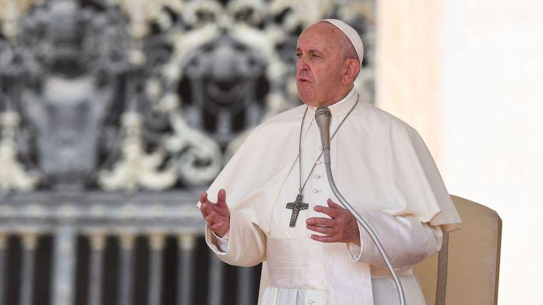 Le pape François prend la parole lors de l'audience générale hebdomadaire du 5 juin 2019 sur la place Saint-Pierre au Vatican. (Photo de Vincenzo PINTO / AFP) (Le crédit photo doit correspondre à VINCENZO PINTO / AFP / Getty Images)
