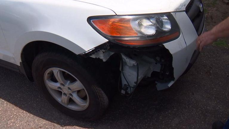 La voiture a été endommagée. PIC: Fox News