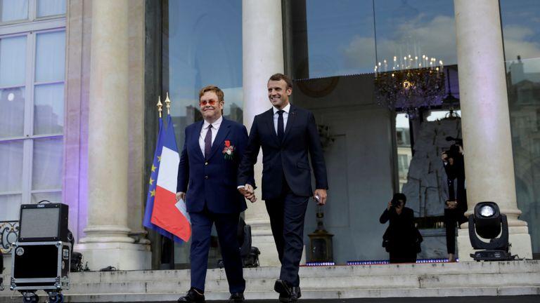 """Le président français a décrit Sir Elton comme """"une icône qui savait comment donner l'exemple""""."""