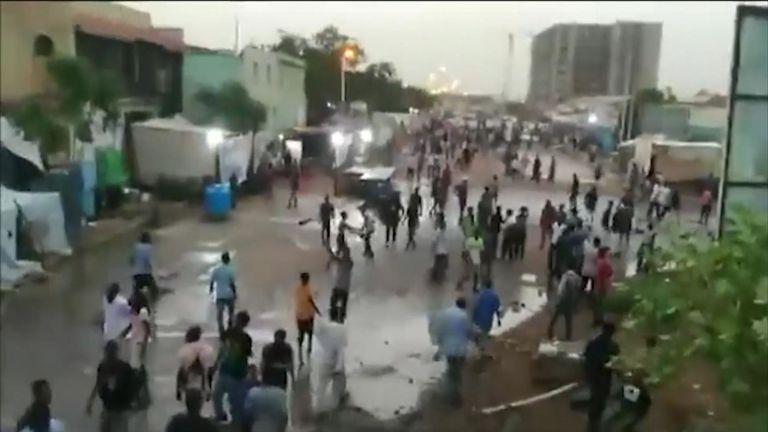 La semaine dernière, le gouvernement a ouvert le feu sur les manifestants dans les rues