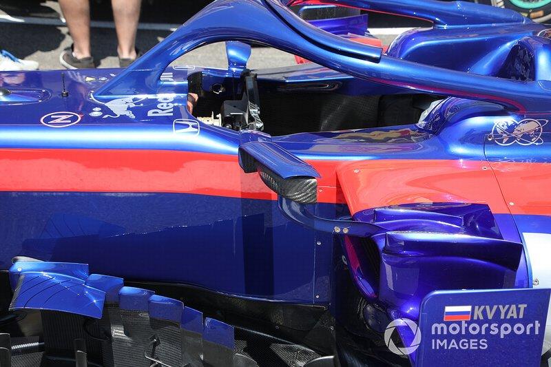 Détail du côté du Toro Rosso STR14
