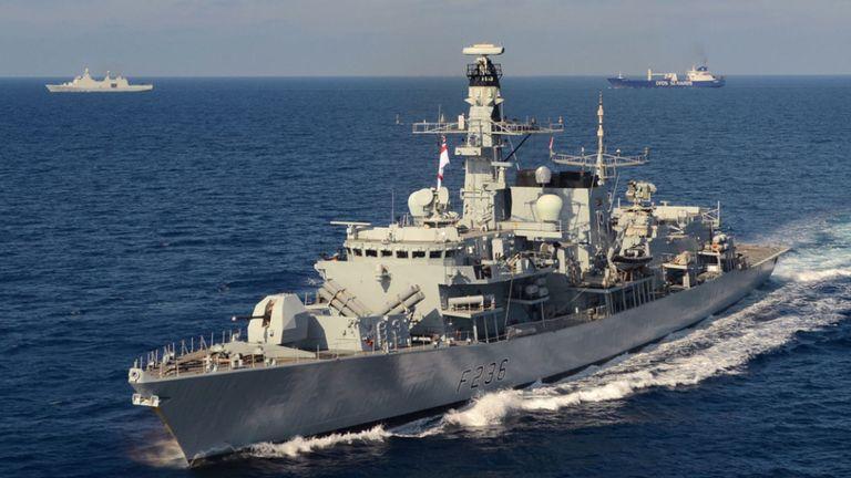Le HMS Montrose a ajouté une protection supplémentaire au pétrolier. Image de fichier