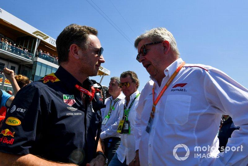 Christian Horner, directeur de léquipe Red Bull Racing et Ross Brawn, directeur général du sport automobile, FOM sur la grille