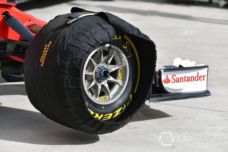 Roue avant Ferrari SF70H et pneu Pirelli en couverture