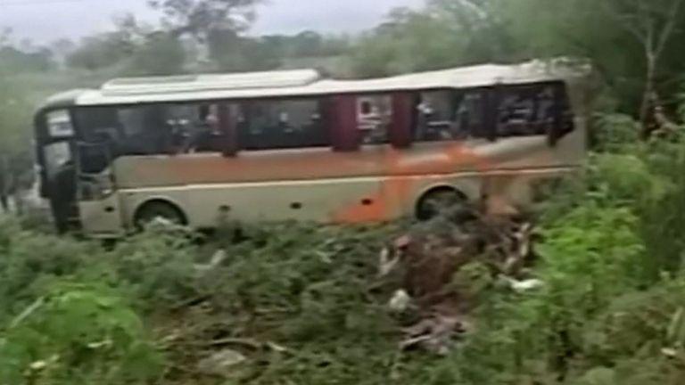 Les survivants ont déclaré que le bus roulait à grande vitesse sur une route mouillée