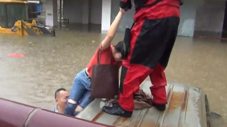 Des pluies torrentielles ont balayé de nombreuses régions de la ville de Guilin, dans la région autonome Zhuang du Guangxi, dans le sud de la Chine, samedi, de nombreuses zones urbaines étant gorgées d'eau.