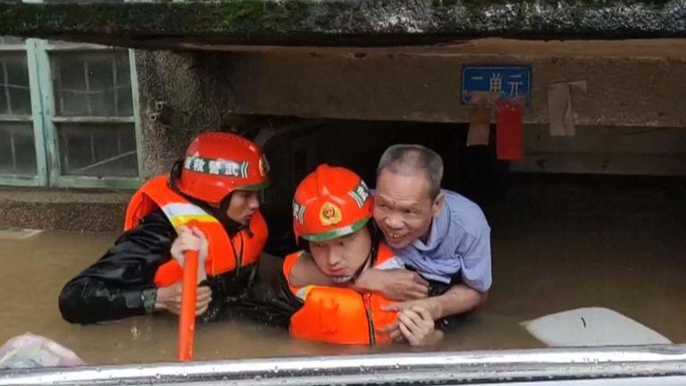 Un homme est sauvé en Chine