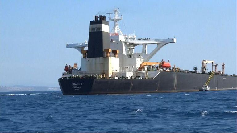 Les Royal Marines sont montés à bord d'un pétrolier sur le chemin de la Syrie considéré comme une violation des sanctions de l'UE,