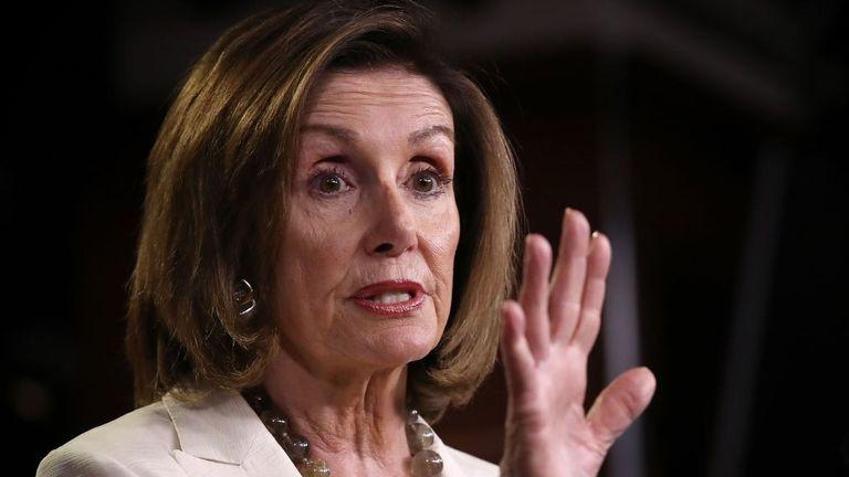"""Nancy Pelosi a déclaré que le président des États-Unis souhaitait """"rendre l'Amérique blanche à nouveau""""."""
