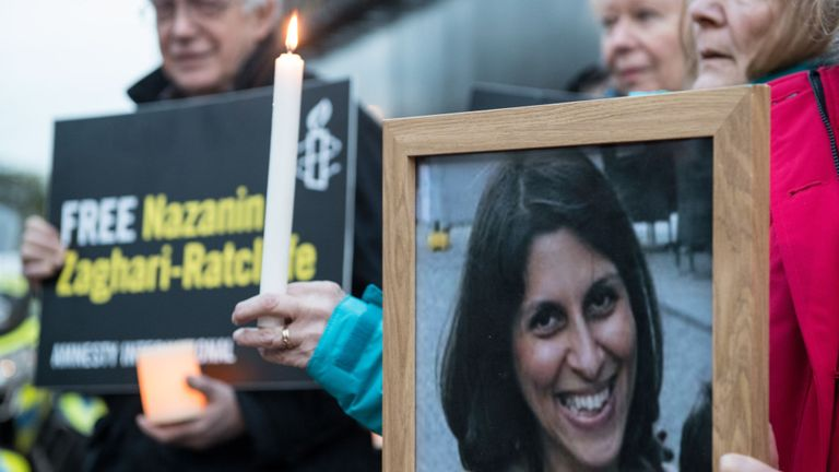 Les supporters tiennent une photo de Nazanin Zaghari-Ratcliffe