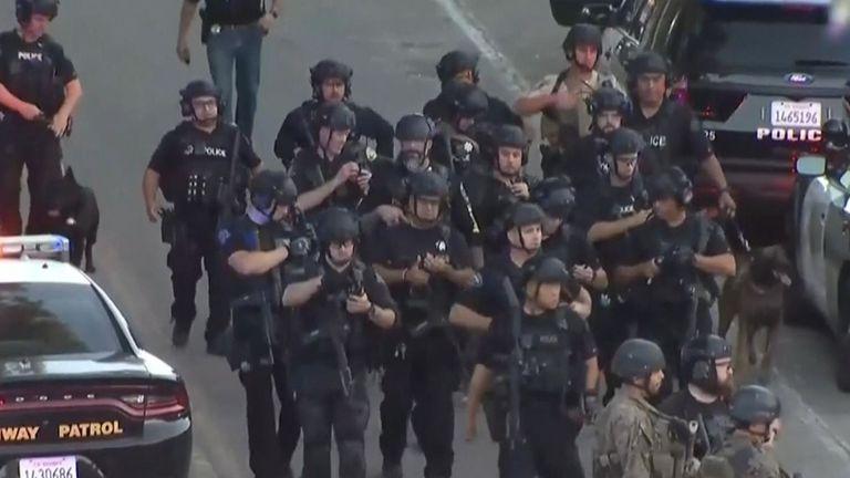 Forces de sécurité sur le lieu de la fusillade