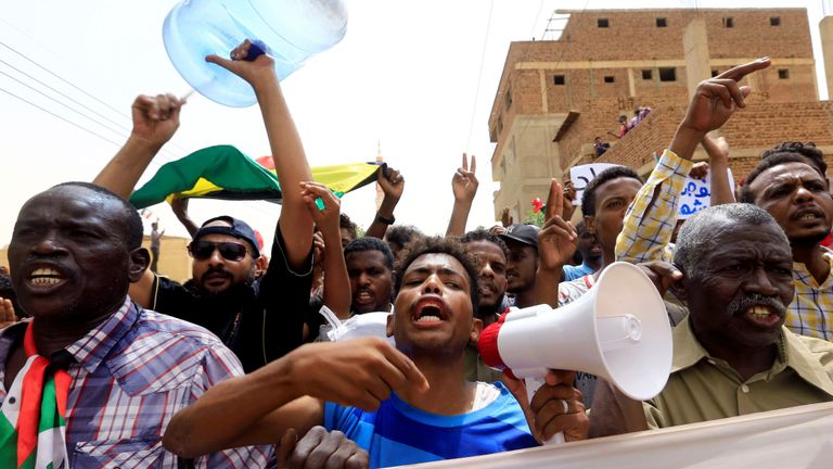 Des dizaines de milliers de manifestants ont défilé à Khartoum contre le régime militaire