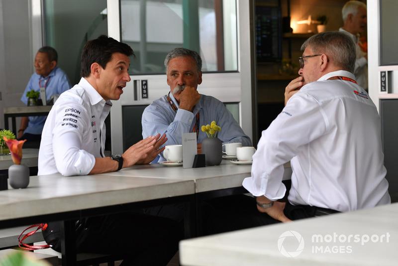 Toto Wolff, directeur du sport automobile Mercedes AMG F1, Chase Carey, directrice générale et présidente exécutive du groupe Formula One et Ross Brawn, directeur général du sport automobile, Formule 1