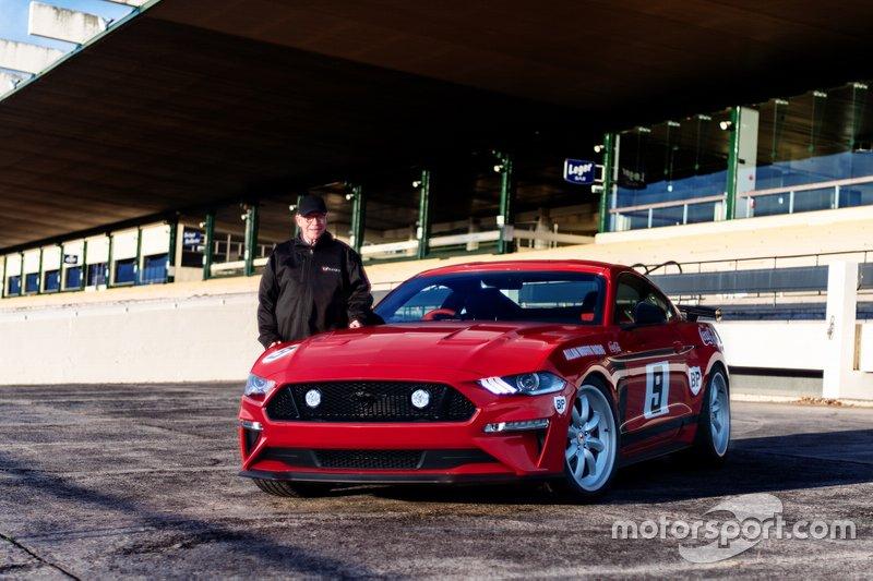 Allan Moffat avec la Tickford Trans-Am Mustang