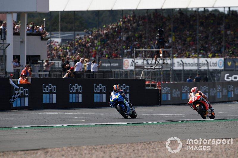 Alex Rins, vainqueur de la course, équipe Suzuki MotoGP, deuxième place Marc Marquez, équipe Repsol Honda