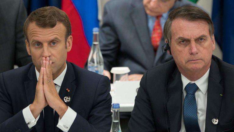 Le président français Emmanuel Macron (à gauche) et le président brésilien Jair Bolsonaro assistent à une réunion sur l'économie numérique au Sommet du G20 à Osaka le 28 juin 2019. (Photo de Jacques Witt / POOL / AFP) ( Le crédit photo devrait correspondre à JACQUES WITT / AFP / Getty Images)