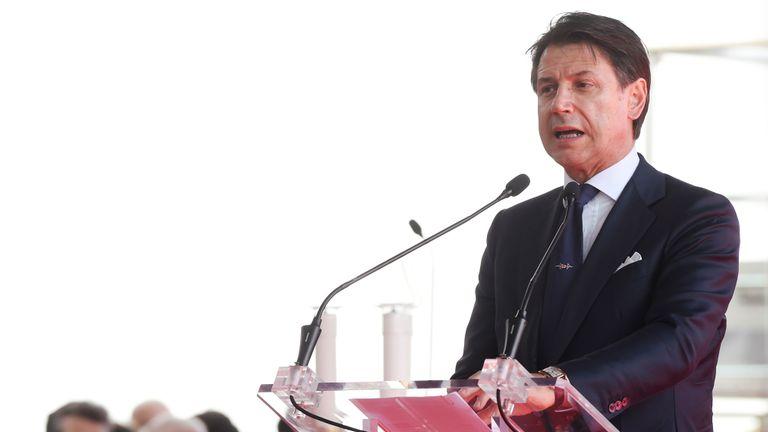 Le Premier ministre italien, Giuseppe Conté, s'exprimant lors de la cérémonie marquant le premier anniversaire de l'effondrement du pont autoroutier de Morandi ayant tué 43 personnes à Gênes, en Italie, le 14 août 2019. REUTERS / Massimo Pinca
