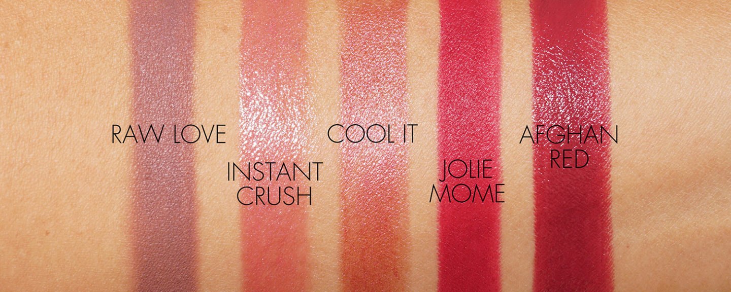 Le rouge à lèvres NARS Swatches Raw Love, Le béguin instantané, Cool It, Jolie Mome, Afghan Red