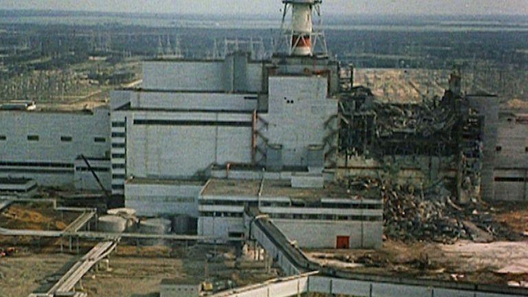 Ce documentaire spécial se rend en Ukraine pour rencontrer les personnes impliquées dans la catastrophe nucléaire de Tchernobyl en 1986.