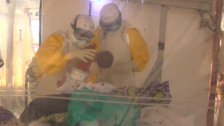 Les agences internationales d'aide et les responsables de la République démocratique du Congo luttent contre le virus Ebola depuis un an, lors de la pire épidémie de son histoire. paquet d'étincelles