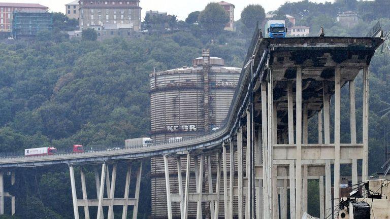 L'effondrement aurait été causé par une faiblesse structurelle, a déclaré l'agence de presse ANSA.