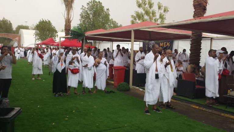Le Hajj implique une intense prière sur les plaines d'Arafat, qui a été interrompue cette année par un orage.