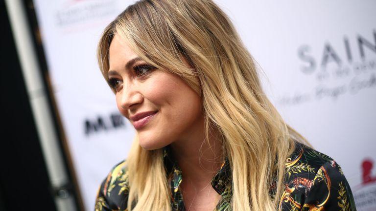 Hilary Duff assiste au lancement des bougies de prière pour une cause SAINT Modern le 12 juin 2019 à Beverly Hills, Californie