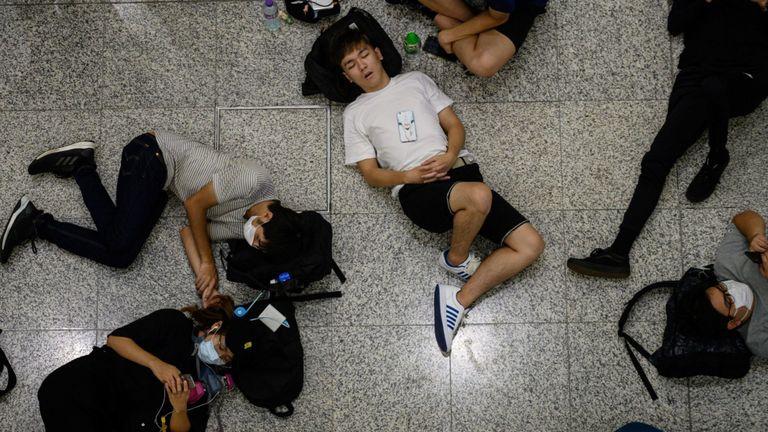 Aucun vol n'a quitté l'aéroport alors que les manifestants ont fermé les lieux