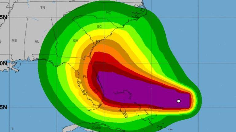 Les Floridiens sont priés de rester vigilants car l'État reste dans le cône de l'incertitude. Pic: NHC