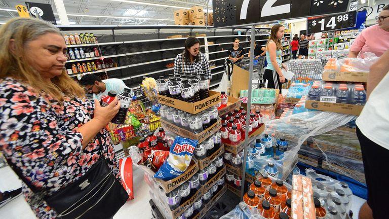 Les acheteurs ont fait le plein de fournitures en Floride avant l'arrivée de l'ouragan Dorian.