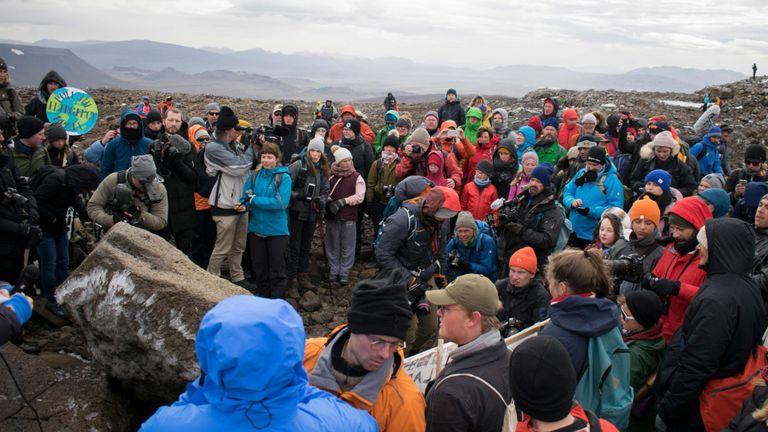Un monument a été dévoilé sur le site d'Okjokull, le premier glacier d'Islande perdu face au changement climatique