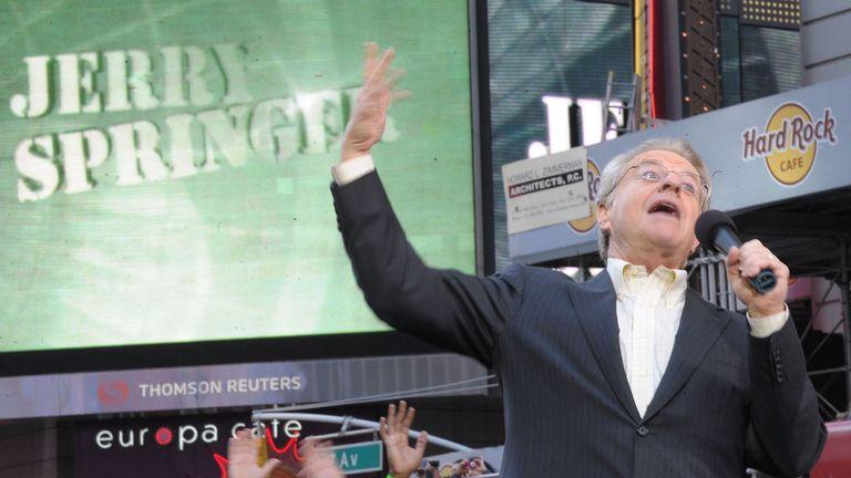 L'animateur de télévision, Jerry Springer, célèbre l'enregistrement de