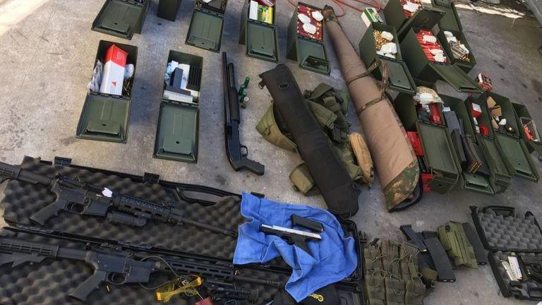 """La police a déclaré """"armes à feu multiples"""" & # 39; ont été découverts chez Rodolfo Montoya. Pic: Département de police de Long Beach"""