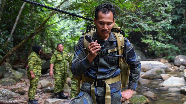 Le complexe est à environ une heure de la capitale Kuala Lumpur, mais entouré d'une jungle dense.
