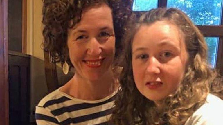 Meabh Quoirin avec sa fille Nora disparue alors qu'elle était en vacances en Malaisie