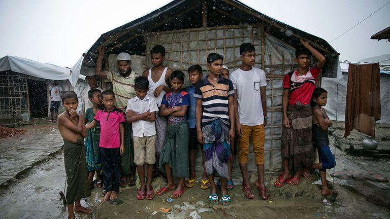 Des centaines de milliers de personnes vivent dans de grands camps après avoir fui le Myanmar pour le Bangladesh