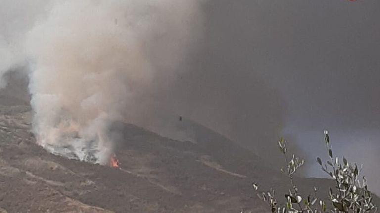 La fumée monte d'un volcan de l'île de Stromboli après une explosion à Stromboli, en Italie, dans cette photo publiée le 28 août 2019. Vigili del Fuoco / Handout via REUTERS