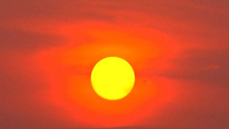 Le soleil est partiellement masqué par la fumée des feux de forêt amazoniens