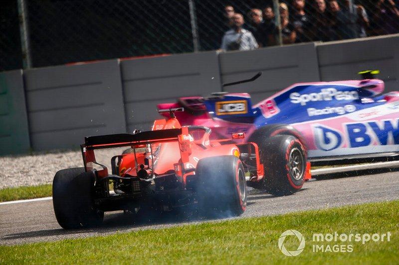 Sebastian Vettel, Ferrari SF90, frappe Lance Stroll, Racing Point RP19 après avoir rejoint