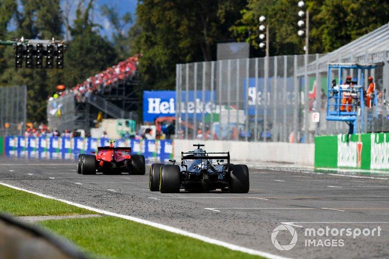 Lewis Hamilton et Mercedes AMG F1 W10 poursuivent Charles Leclerc et Ferrari SF90