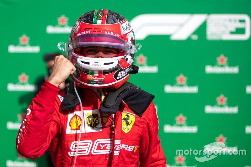 Charles Leclerc, vainqueur de la course, Ferrari au parc fermé