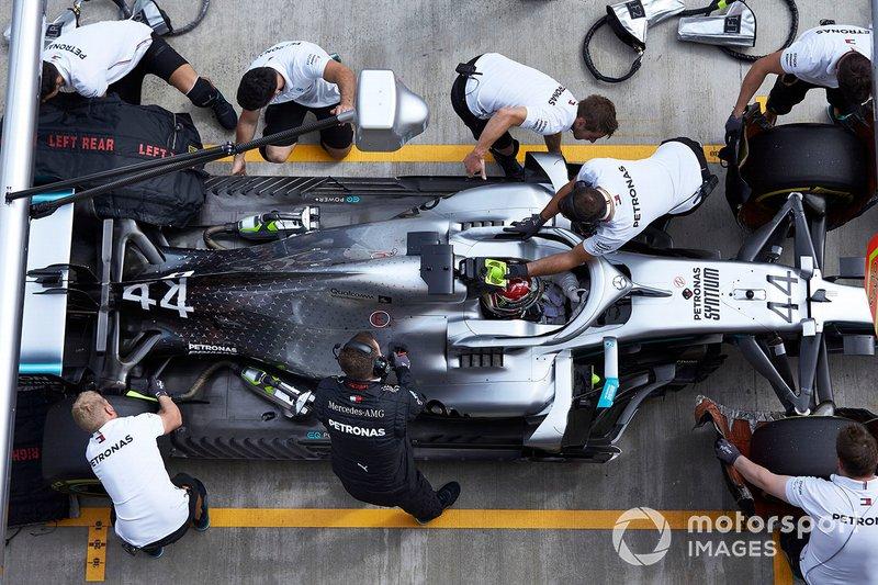 Valtteri Bottas, Mercedes AMG W10, dans les stands