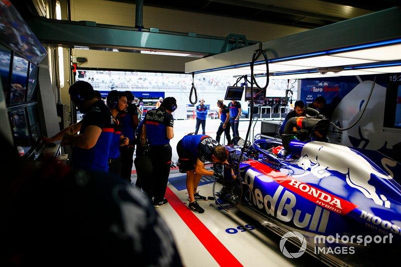 Daniil Kvyat, Toro Rosso STR14, dans le garage