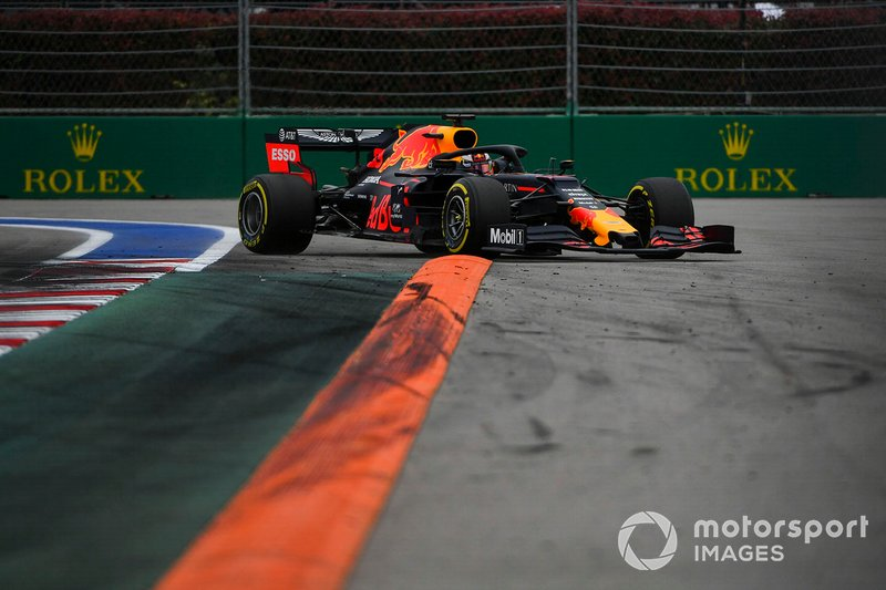 Max Verstappen, Red Bull Racing RB15, court large