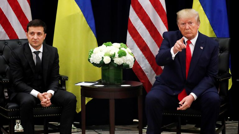 Le président ukrainien Volodymyr Zelenskiy a pris la parole lors d'une réunion bilatérale avec le président américain Donald Trump en marge de la 74e session de l'Assemblée générale des Nations Unies à New York, New York (États-Unis), le 25 septembre 2019. REUTERS / Jonathan Ernst