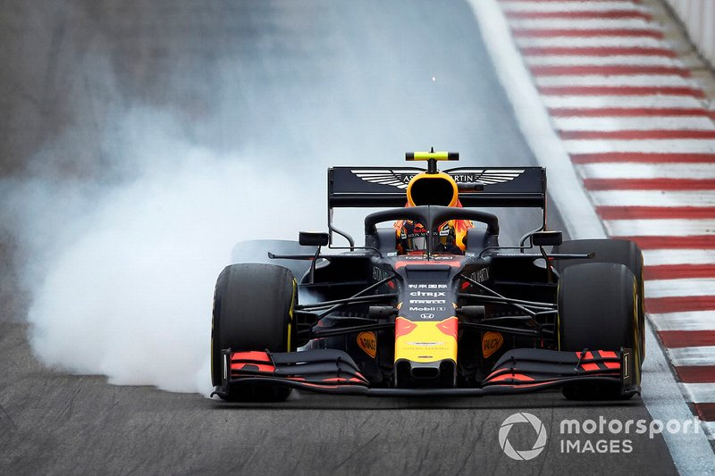 Alex Albon, Red Bull RB15, se bloque au freinage