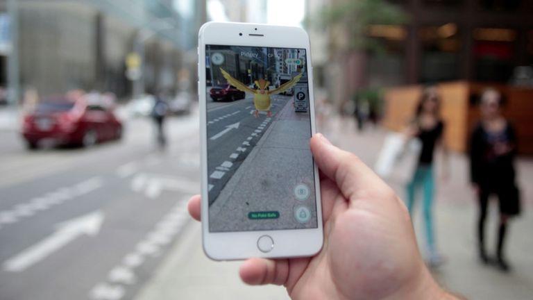 Jouer au Pokemon GO au centre-ville de Toronto