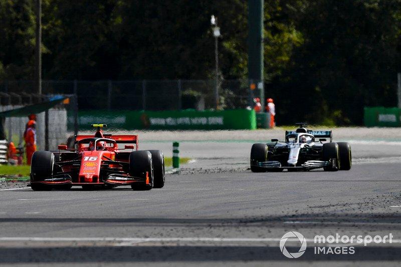Charles Leclerc, Ferrari SF90 et Lewis Hamilton, Mercedes AMG F1 W10