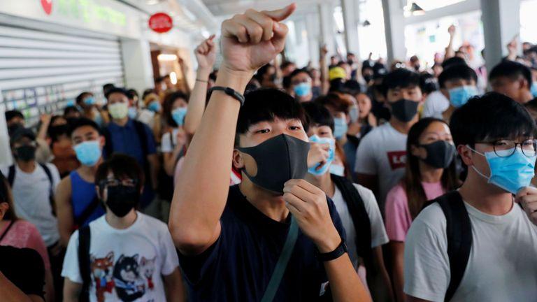 Manifestants lors d'une manifestation à la gare de Tung Chung à Hong Kong