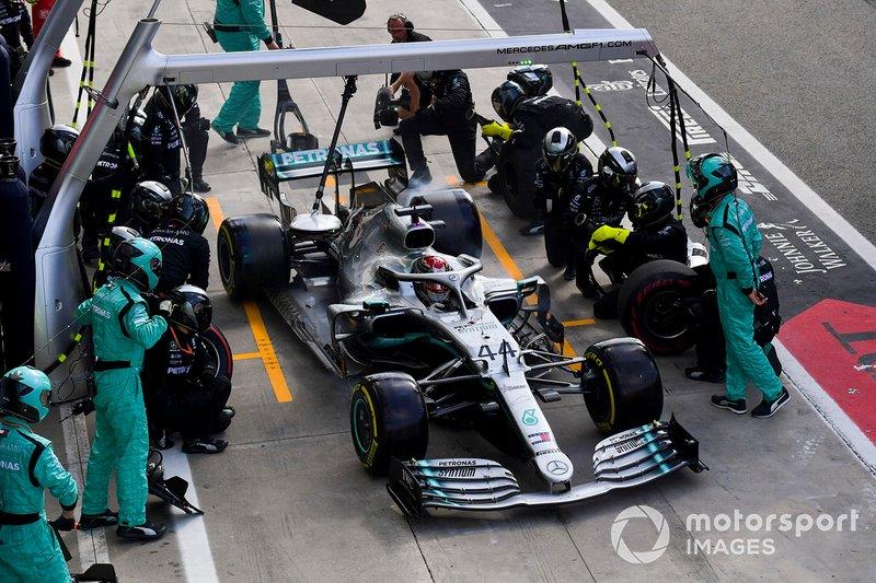 Lewis Hamilton, arrêt au stand Mercedes AMG F1 W10